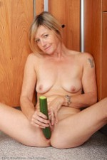 All-Over-30-Sexy-MILF-Babes-Susie